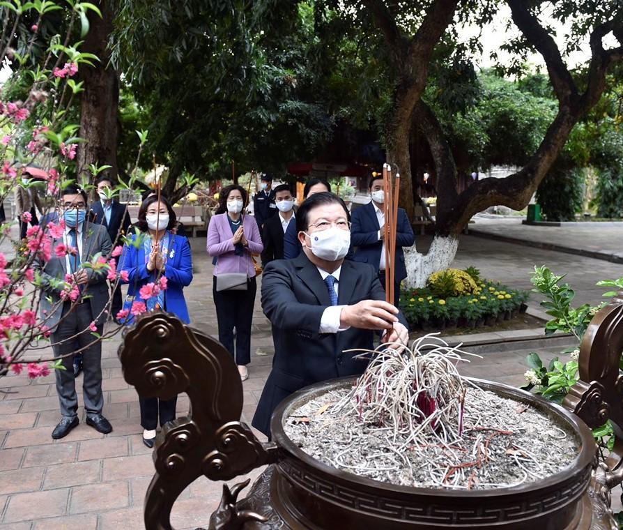 pho-thu-tuong-trinh-dinh-dung-dang-huong-tuong-nho-hai-ba-trung-1613557656.jpg