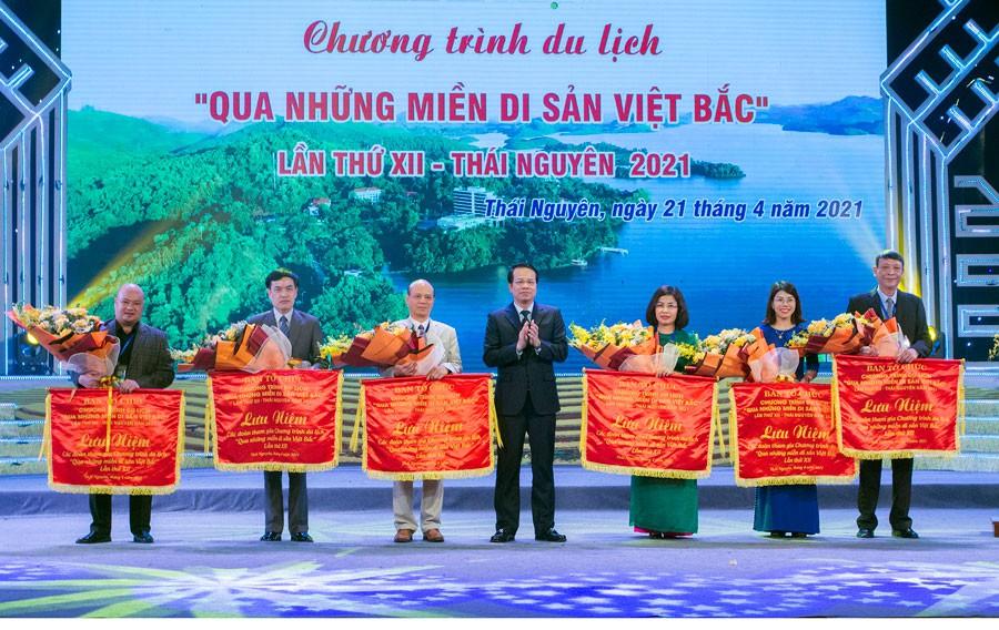 lung-linh-sac-mau-viet-bac-dulichvn-du-lich-vn-dulichvietnam-1619110181.jpg