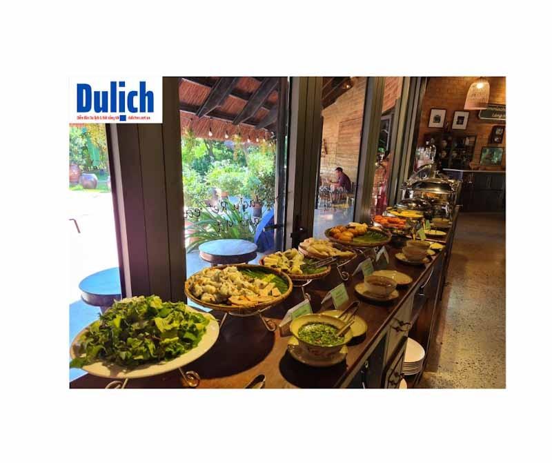 khong-quay-lai-lang-mit-tomodachi-retreat-vi-cam-giac-khong-sach-se-can-biet-dulichvn-khu-do-xe-chat-hep-an-sang-buffet-don-dieu-vai-mon-dan-da-1624098559.jpg